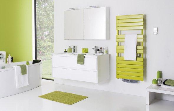 De la couleur dans la salle de bains avec atlantic mon blog de maman - Couleur sol salle de bain ...